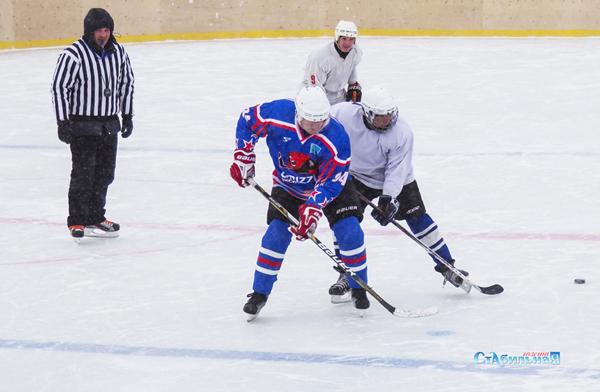 Шайбу на лед!
