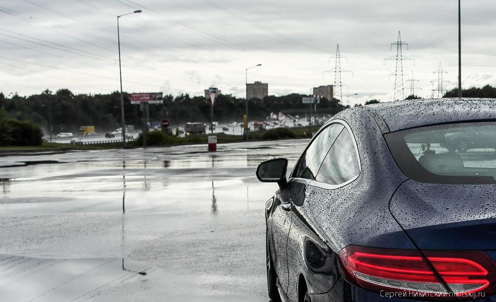 Почему дороги моют в дождь?!