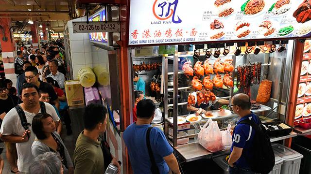 Уличный торговец в Сингапуре получил звезду Michelin