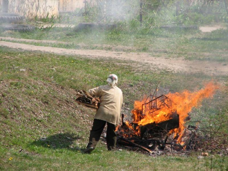 Сжигание травостоя и бытового мусора
