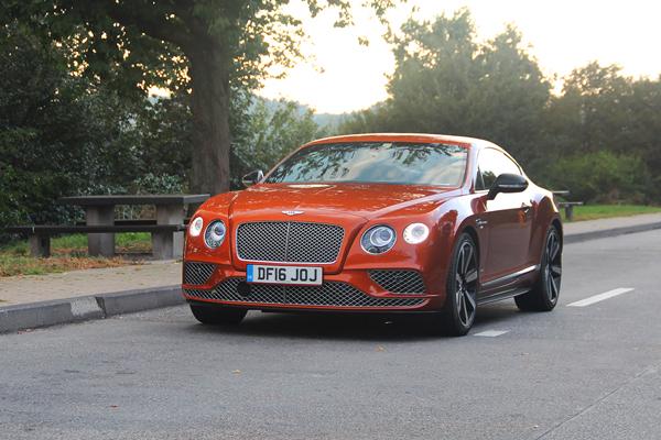 Прыжок через обрыв. Тест-драйв самого быстрого Bentley.