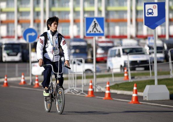 Китаец месяц ехал домой на велосипеде не в том направлении