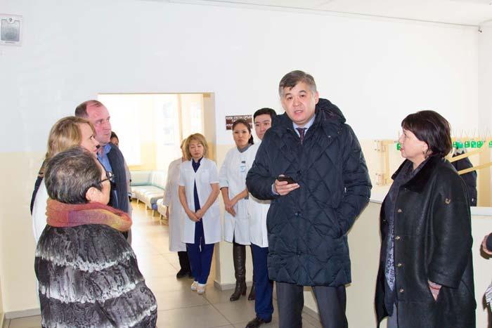 Министр здравоохранения приехал в поликлинику после обращений пациентов