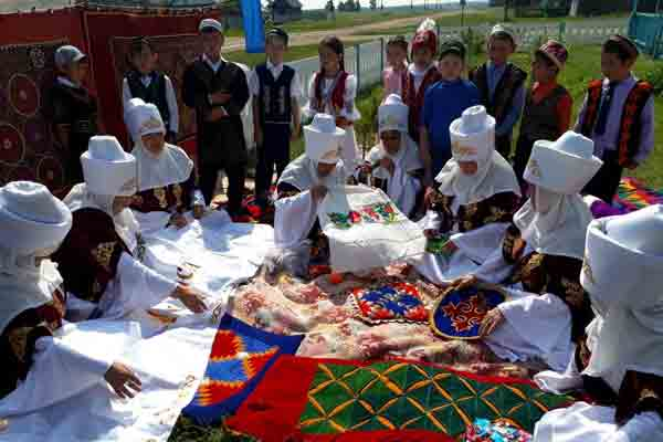 «Әнші ауыл»  в селах Акылбай и Шиелі