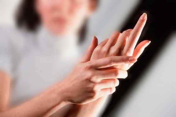 Часто «колит» в руках? 7 причин, почему это нельзя игнорировать!