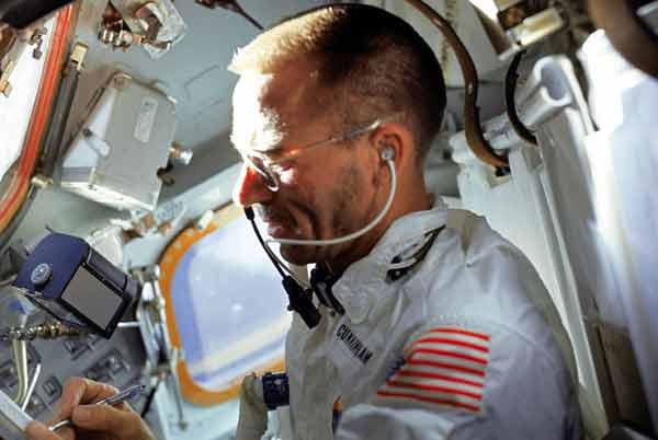 Как американцы потратили миллион на ручку для космоса