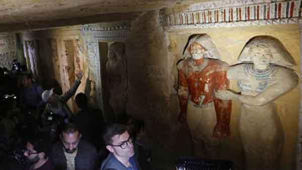 Нетронутую гробницу возрастом более четырех тысяч лет нашли в Египте