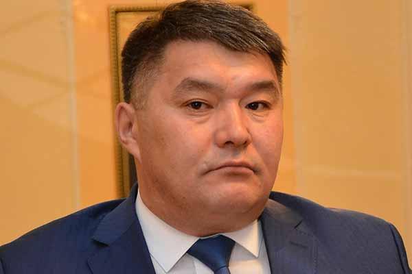 На два месяца взят под арест руководитель управления культуры, архивов и документации Акмолинской области Рустам Бикенев.